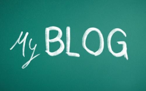 緑の背景にBlog