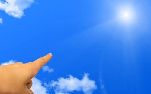 太陽と左手