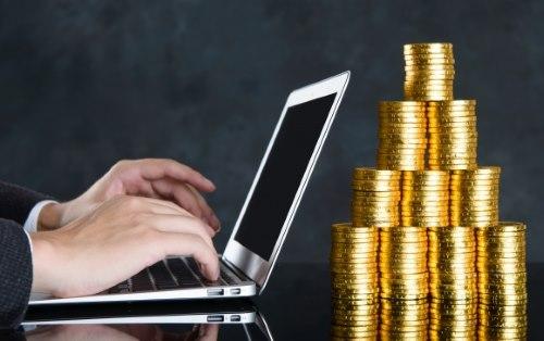 パソコンと金貨
